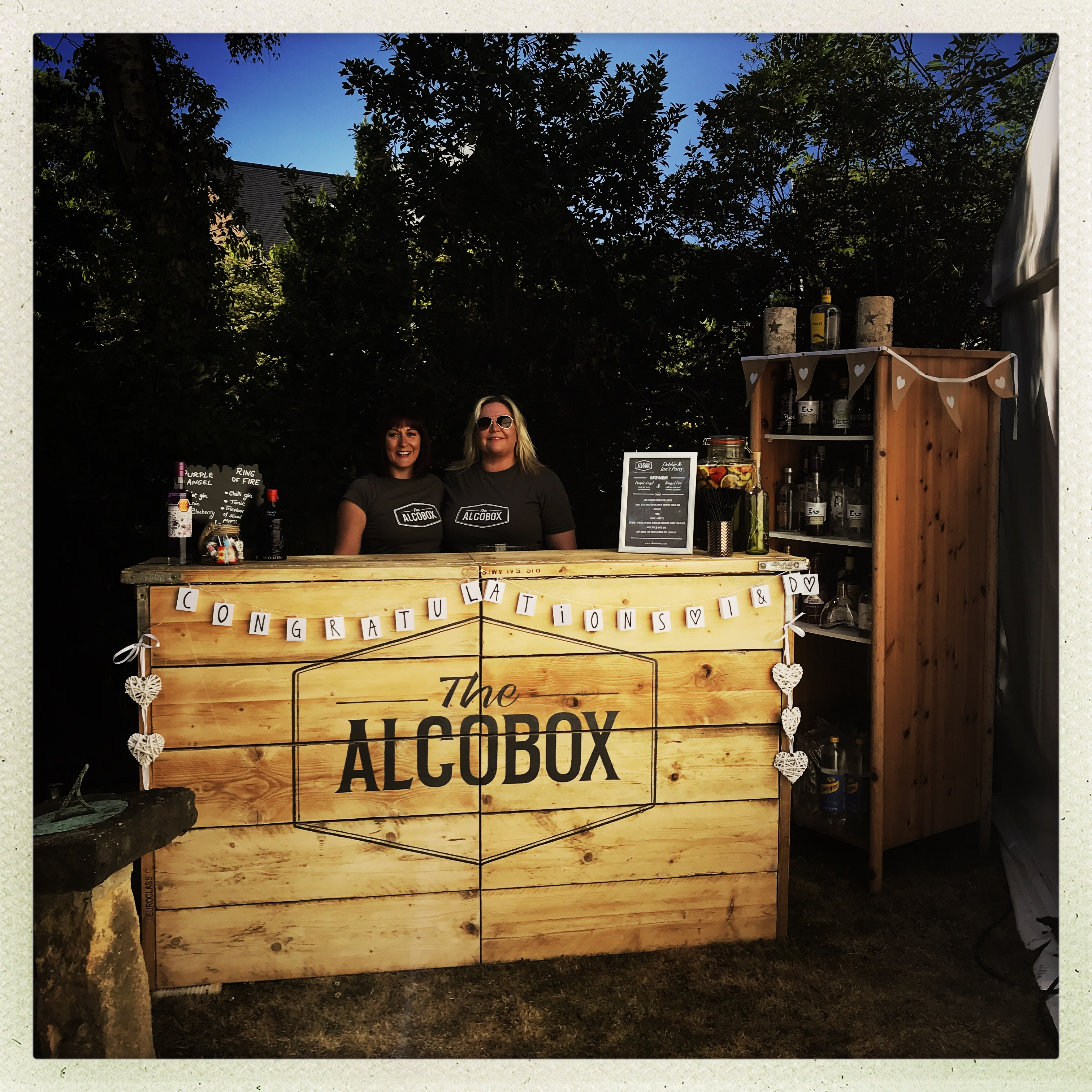 Mobile pop-up bar at an AlcoBox summer garden party.