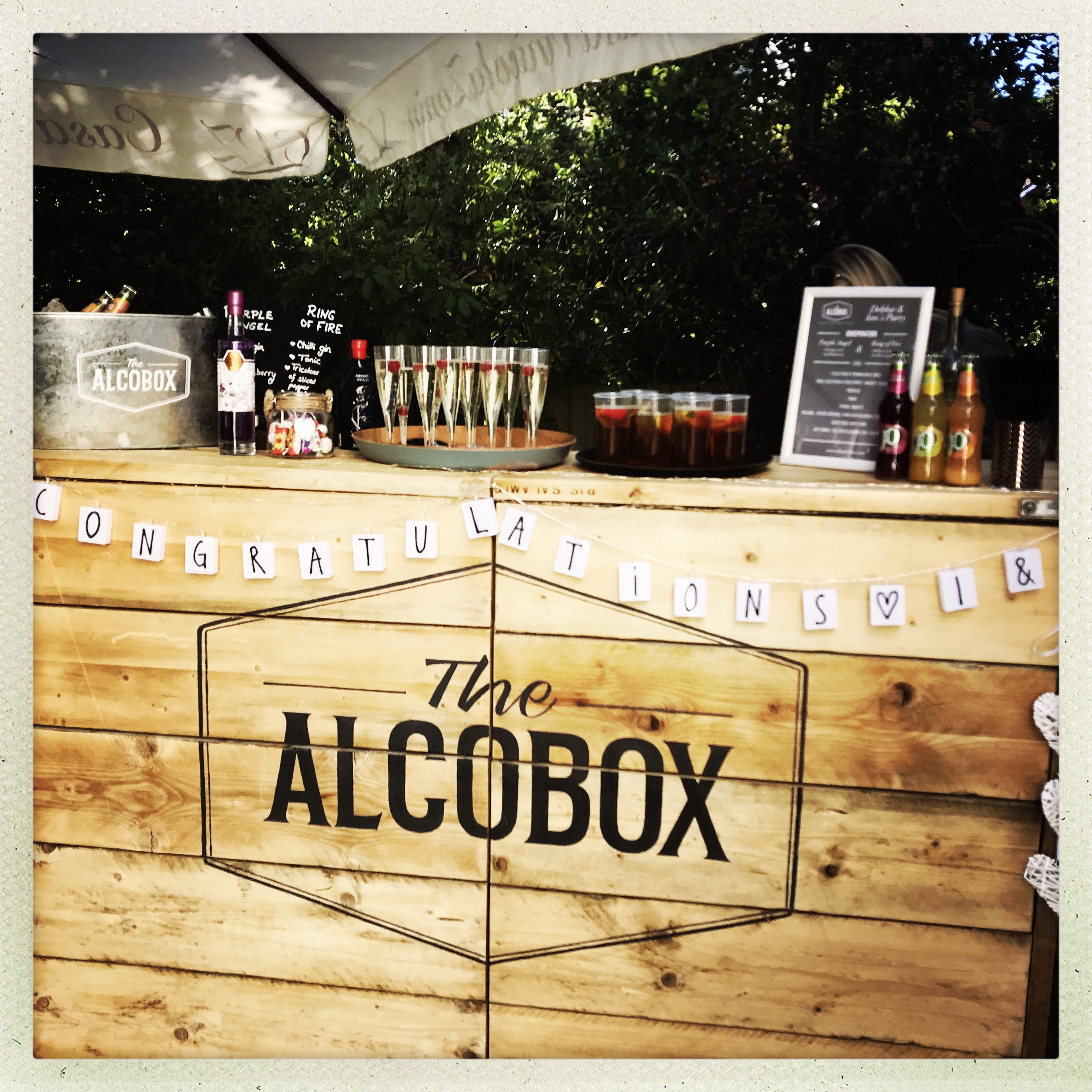 Alcobox mobile pop-bar ready for service at garden party